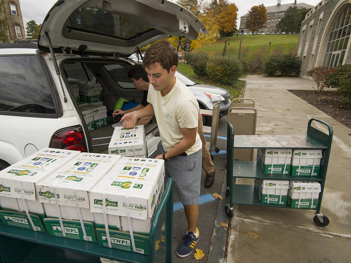 Colgate students deliver sustainably sourced paper as part of a campus venture