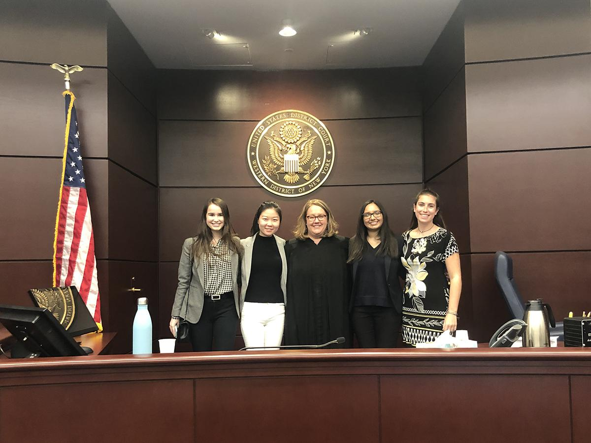 Students job shadowing judge Elizabeth Wolford '89 in court