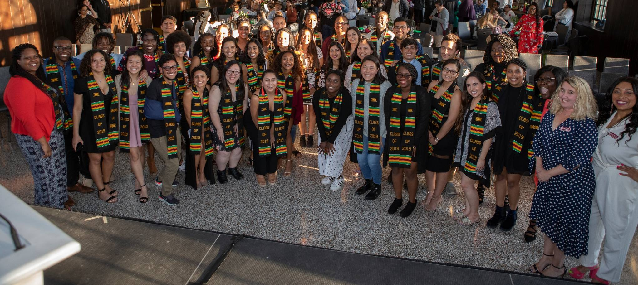 2019 senior class gathers with kente cloth stoles adorned