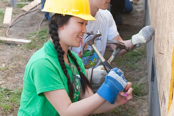Colgate students volunteer with Habitat for Humanity