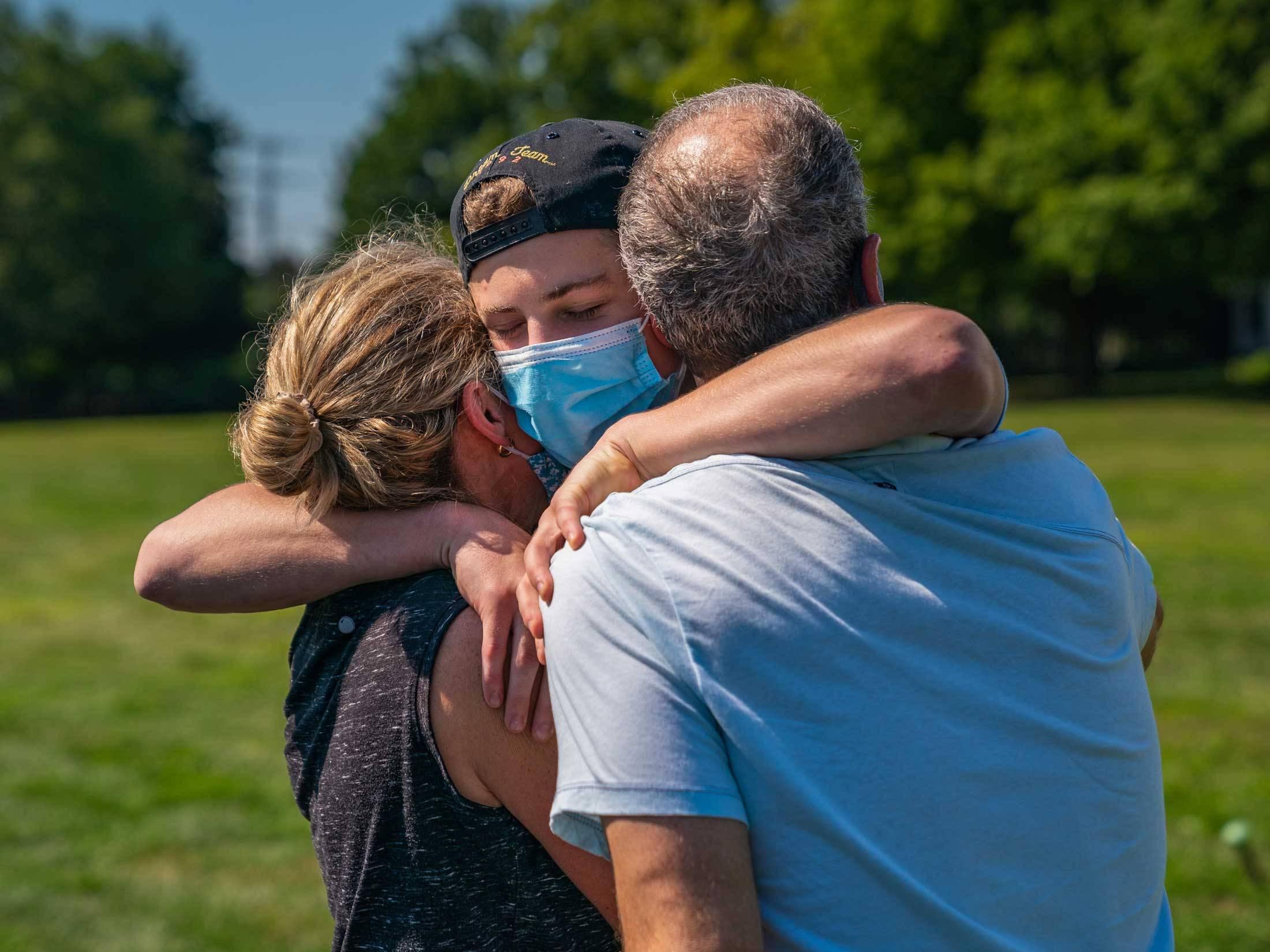 New student hugs parents goodbye on arrival day